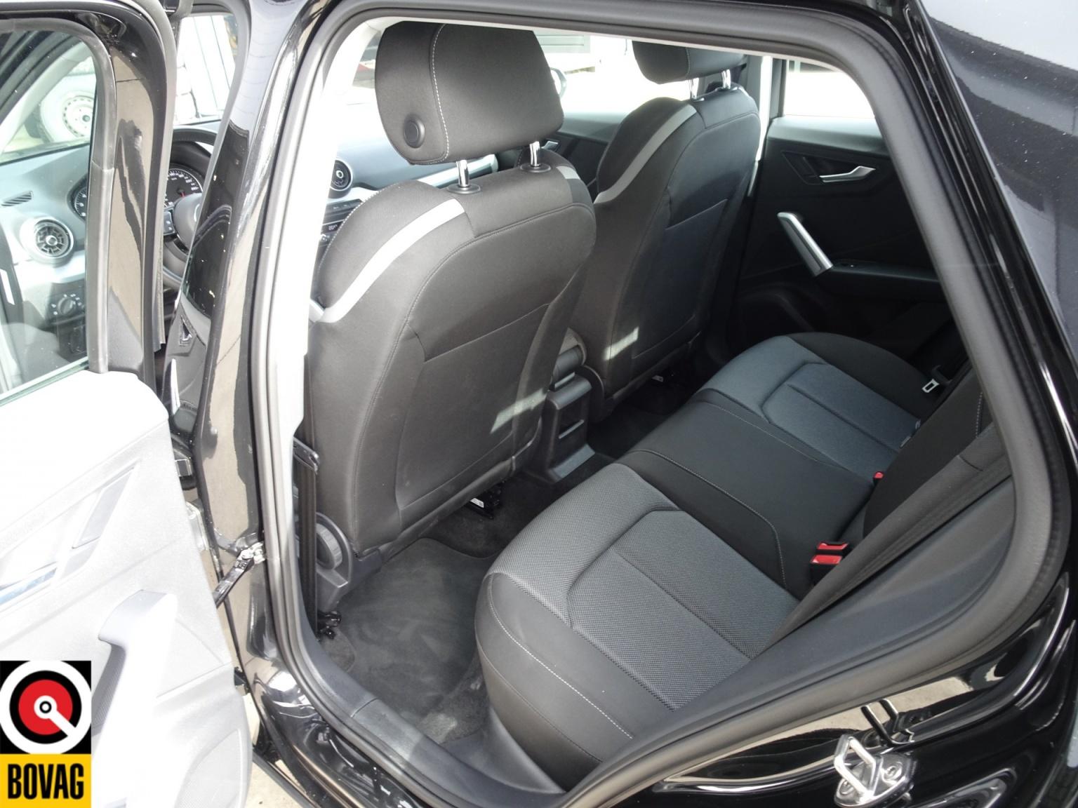 Audi-Q2-16