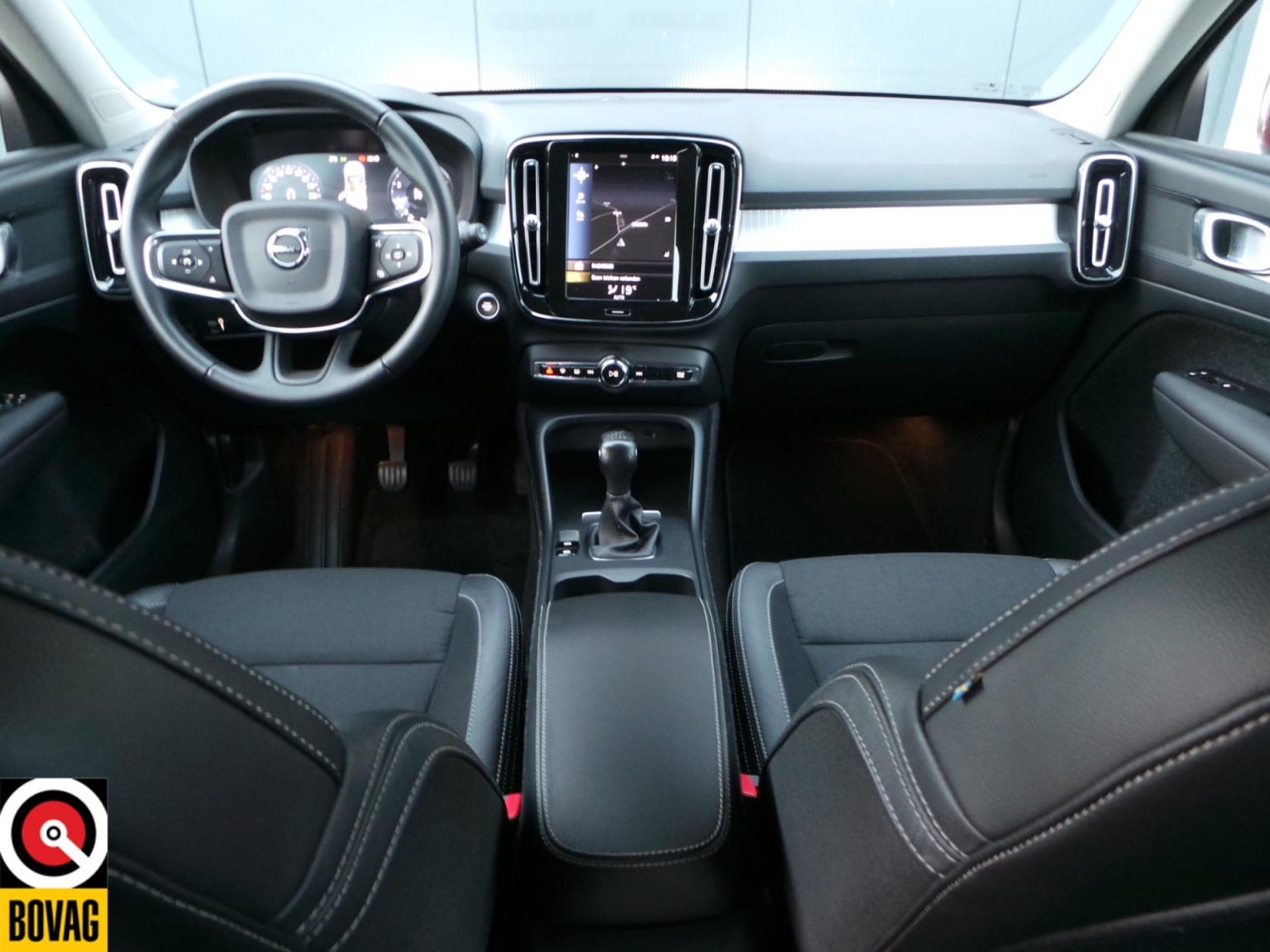 Volvo-XC40-22