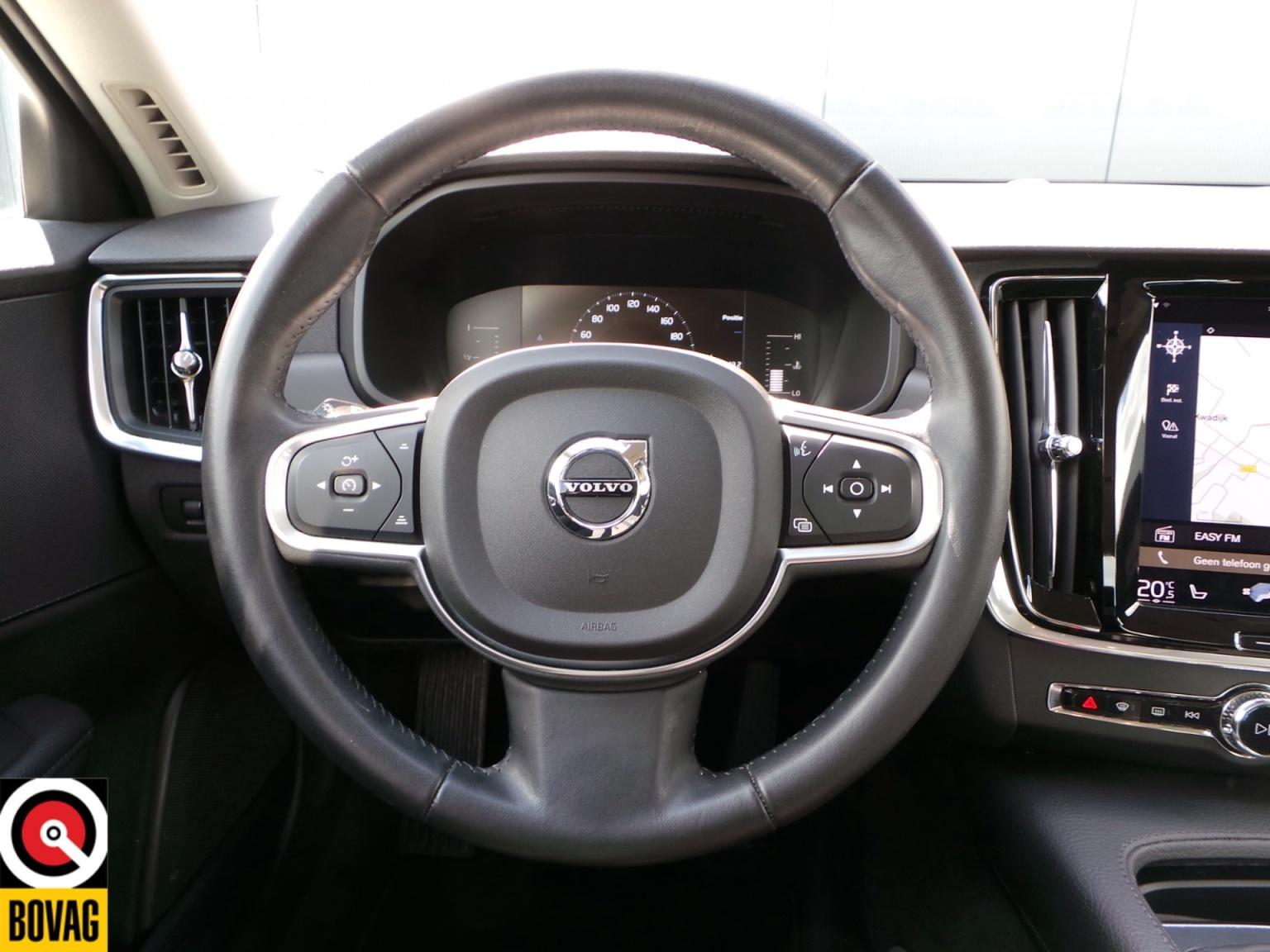 Volvo-S90-22
