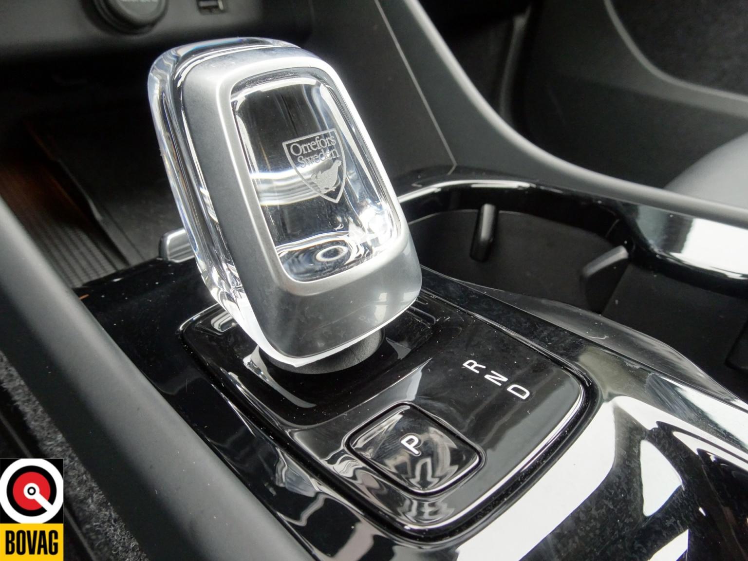 Volvo-XC40-32